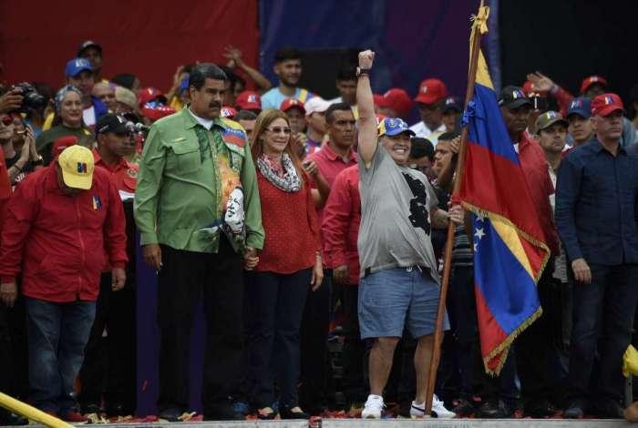 O ex-jogador argentino Diego Maradona participa de palanque do presidente venezuelano Nicolas Maduro, que busca um segundo mandato de seis anos