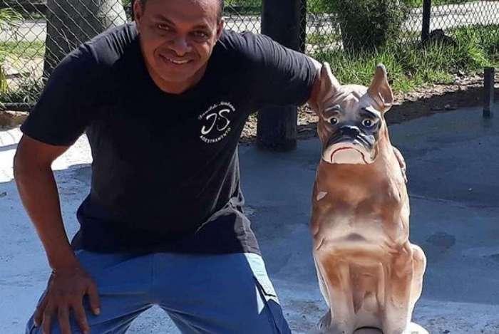 O adestrador Janildo Santana e Lagoon, o mascote do Parc�o da Lagoa