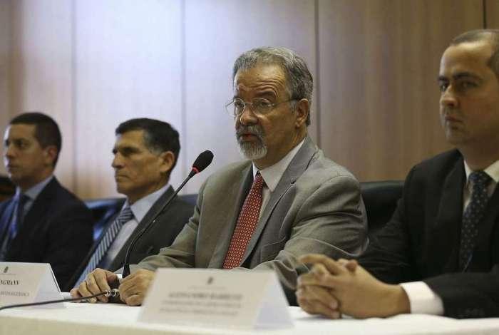 O ministro da Segurança Pública, Raul Jungmann e o general  Carlos Alberto Santa Cruz durante a coletiva nacional sobre a segunda fase da Operação Luz na Infância II