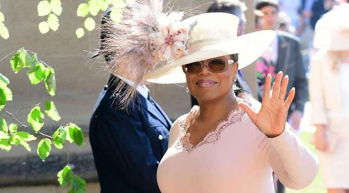 A apresentador Oprah Winfrey chegando para a cerimônia