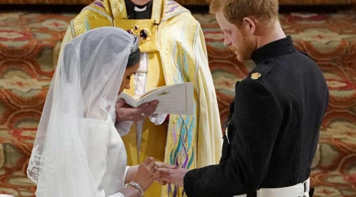 Pr�ncipe Harry da Inglaterra e a atriz americana Meghan Markle trocam alian�as em cerim�nia na igreja de S�o Jorge de Windsor