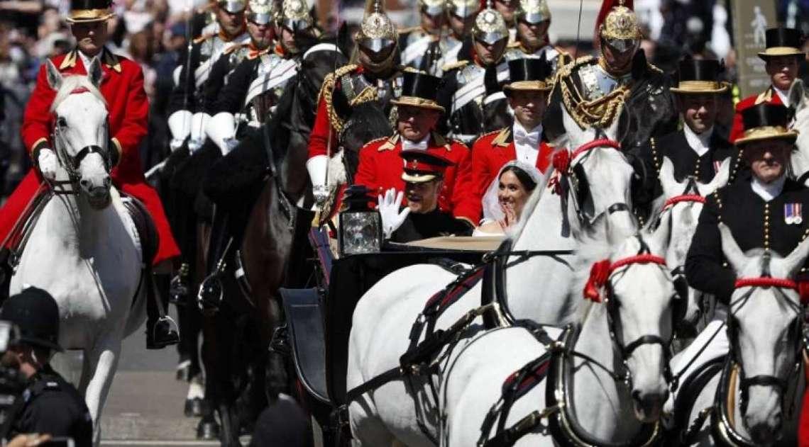 Pr�ncipe Harry da Inglaterra e Meghan Markle, agora duquesa de Sussex, passeiam de carruagem