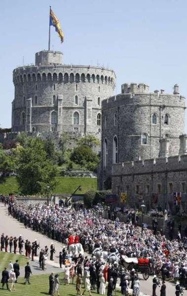 Pr�ncipe Harry da Inglaterra e Meghan Markle, agora duquesa de Sussex, iniciam passeio de carruagem