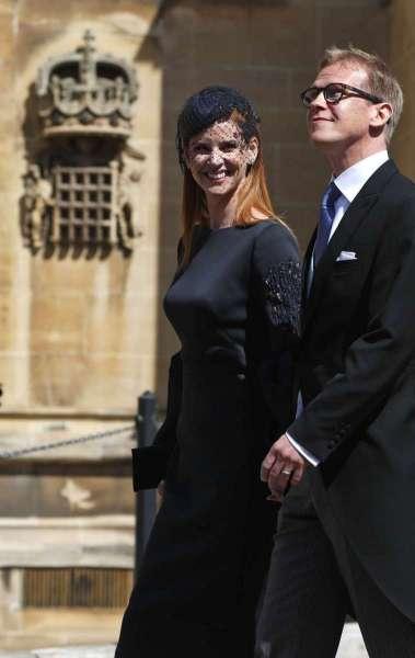 A atriz norte-americana Sarah Rafferty e seu marido Santtu Seppala chegando para a cerimônia