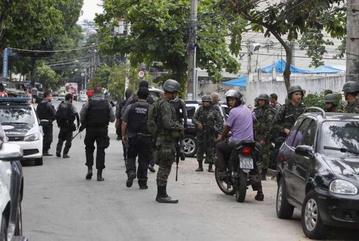 Forças Armadas e polícias em operação nas comunidades da região da Praça Seca