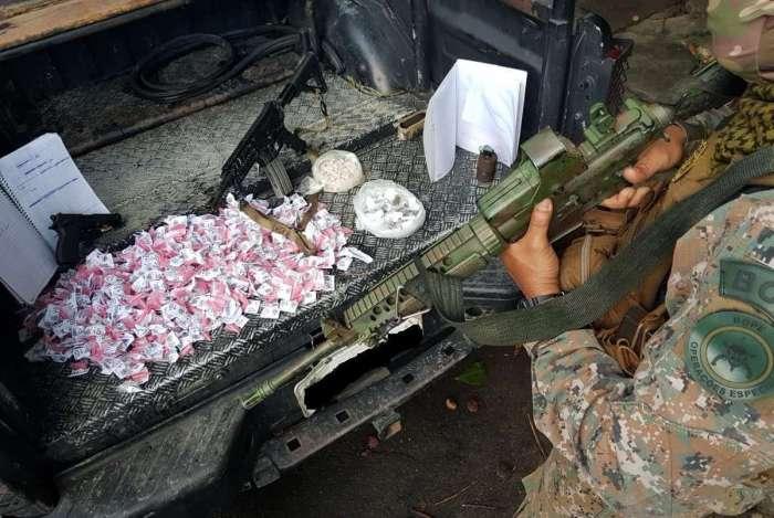 Armas e material apreendido pelo Bope após confronto no Morro dos Prazeres, em Santa Teresa
