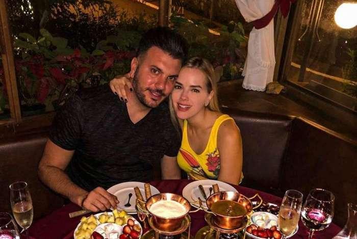 Thaeme e o marido Fábio Elias