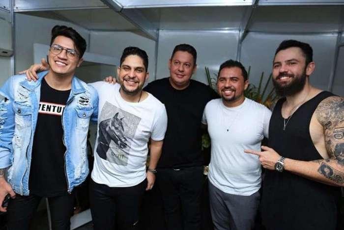Marcos Araujo, propriet�rio da Audiomix, com Jorge e Matheus