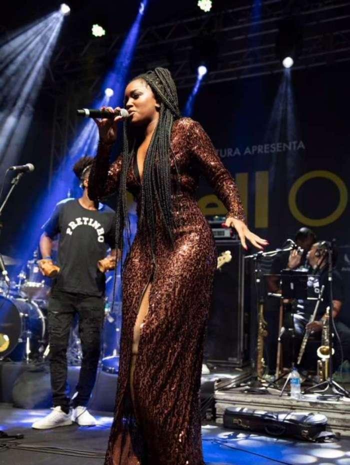 A cantora Iza se apresenta no Shell Open Air, na Marina da Gl�ria