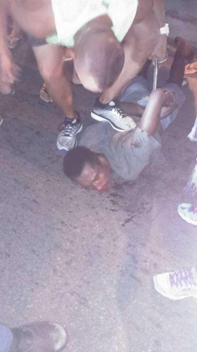 Resultado de imagem para Suspeito de roubo é imobilizado e agredido por pedestres em Niterói