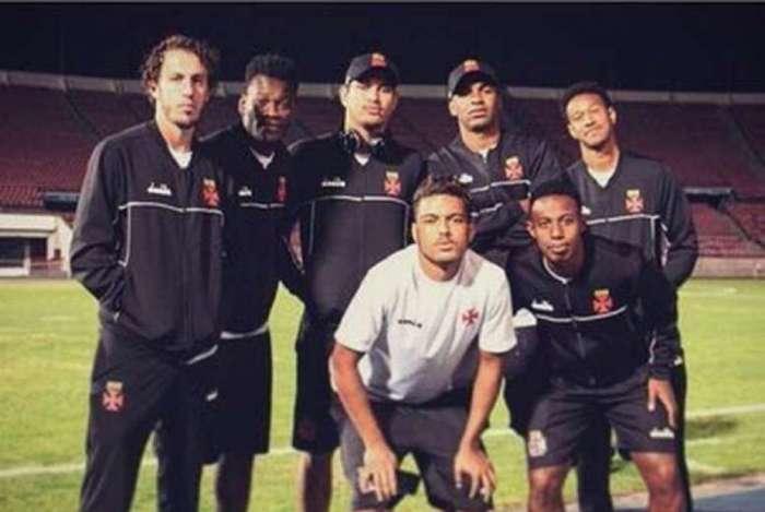 Jogadores do Vasco postam foto ironizando vaias recebidas pela torcida do Vasco
