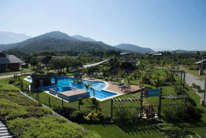Uma das piscinas do Condom�nio Ecol�gico Vale do Tingu�