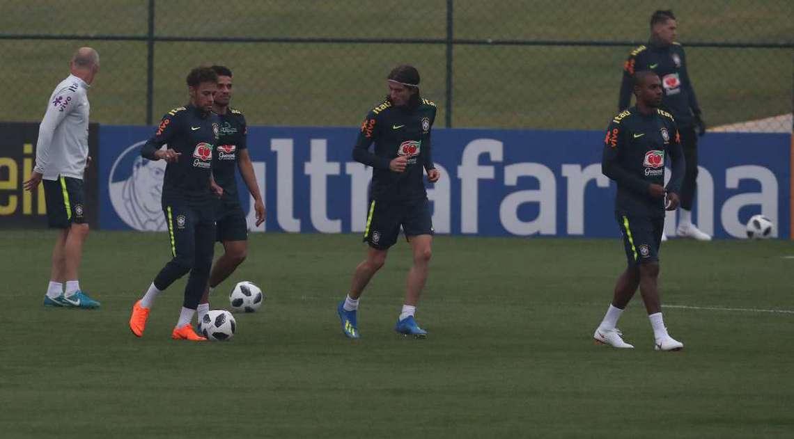 Jogadores da seleção brasileira treinam na Granja Comary