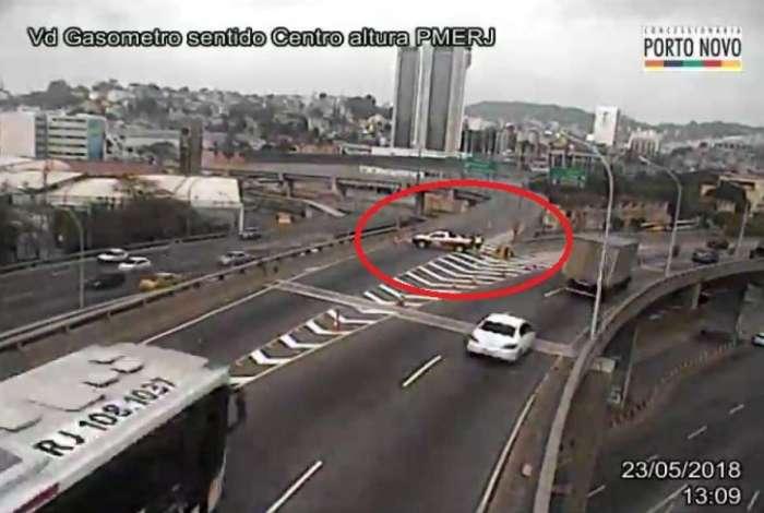 Viaduto do Gas�metro teve acesso � Via Bin�rio interditado ap�s tubula��o de g�s ser atingida por obra na Rua Equador