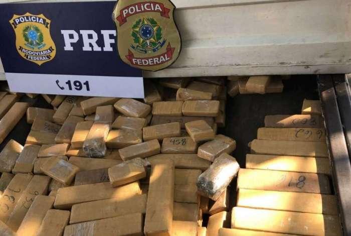 PRF apreende mais de 250 kg de maconha em Duque de Caxias