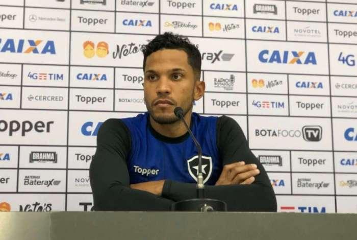 Yago est� preparado para estrear pelo Botafogo