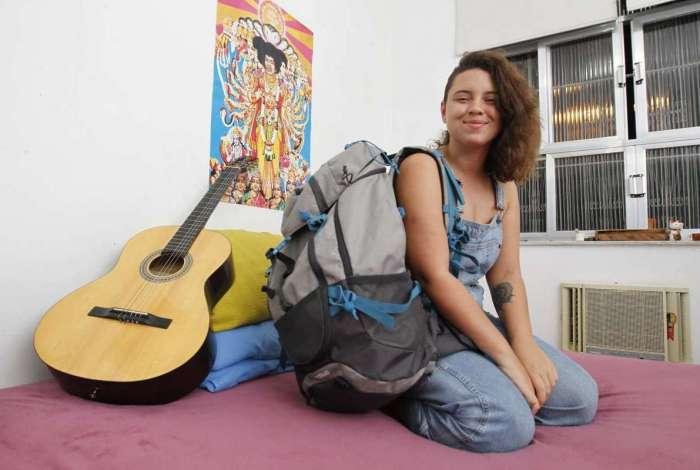 A estudante de Comunica��o Social, L�via Marques, 22, planeja viajar para o exterior, mas n�o agora.