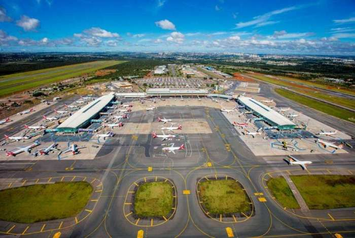 No aeroporto de Brasília, quarenta voos foram cancelados na manhã deste sábado