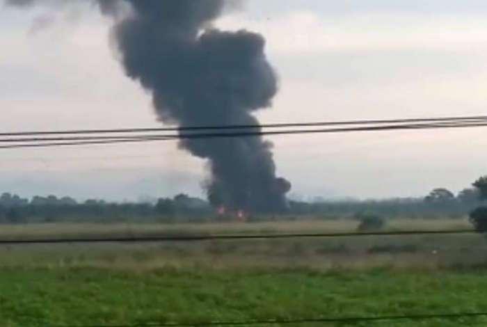 Queda de avião da FAB espalhou extensa fumaça preta na região do acidente
