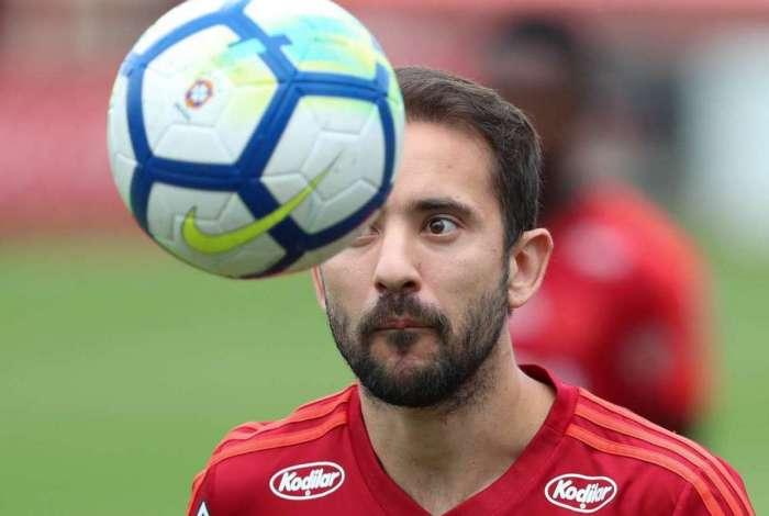 Meia Everton Ribeiro durante treino do Flamengo, no Ninho do Urubu
