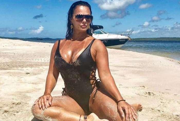 Viviane Ara�jo relembra foto de viagem para a Bahia