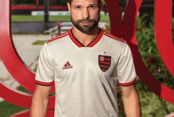 Diego, com o novo segundo uniforme que estrear� contra o Bahia, retorna � equipe no duelo de hoje