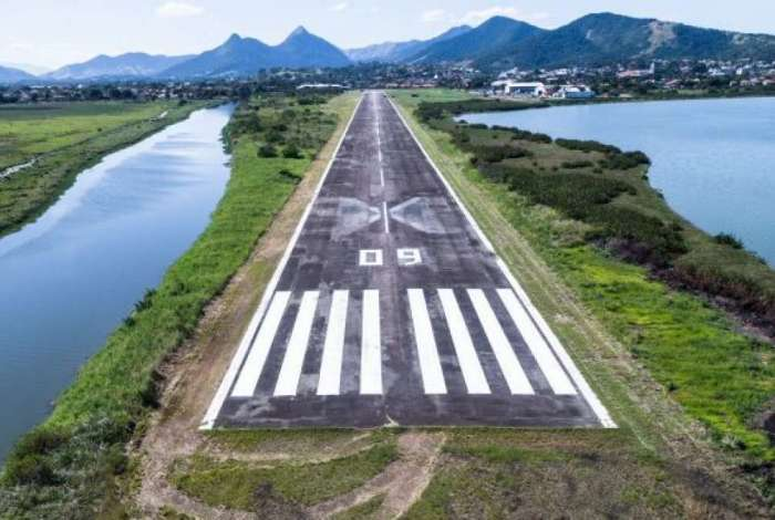 Aeroporto de Ara�atiba, em Maric�