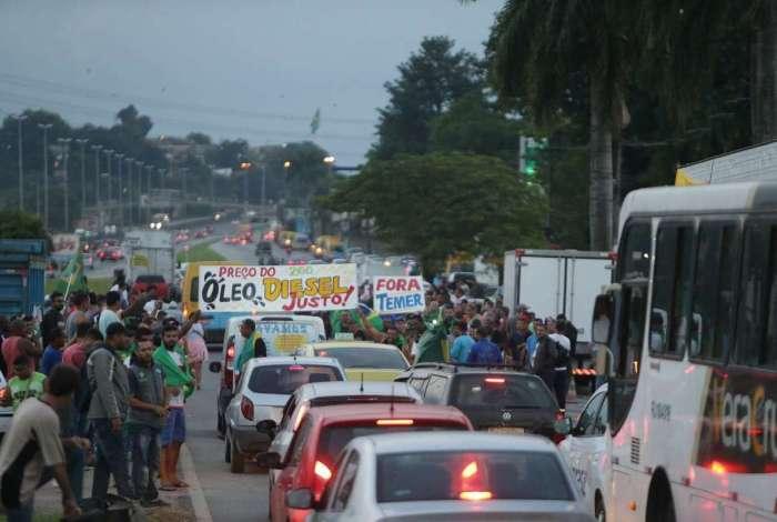 Entre maio e junho de 2018, centenas de caminhoneiros se manifestaram na altura da Reduc, em Duque de Caxias, Baixada Fluminense
