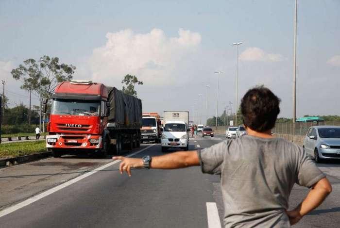 Paralisa��o dos caminhoneiros na Rodovia Presidente Dutra, no Rio de Janeiro
