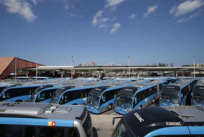 Hoje dia 26 de maio de 2018 o BRT está fora de circulação por estar sem combustível por causa da paralização dos Caminhoneiros. Estações Alvorada fechada sem circulação de BRT, com os veívulos parados no pátio da estação. Foto: Daniel Castelo Branco / Agência O Dia