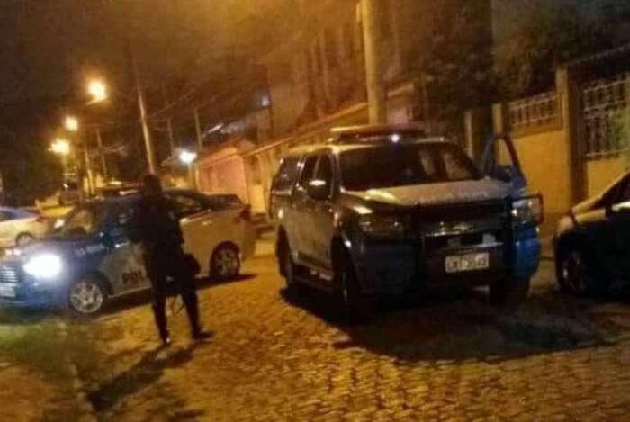 Viaturas da PM em localidades de Jacarepagu�