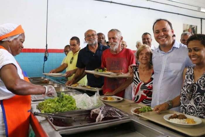 Prefeito Rodrigo Neves participa da reabertura do restaurante popular de Niterói em janeiro de 2017