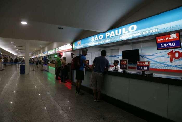 Rodoviária Novo Rio diz que empresas que fazem viagens entre estados cancelaram as saídas do estado