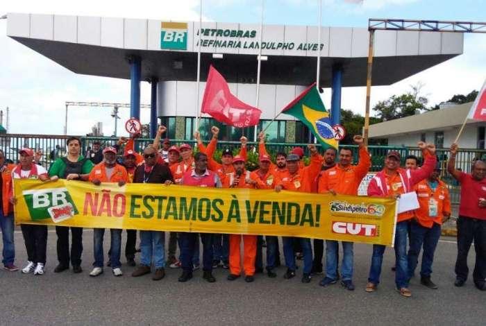 Movimento é contra a privatização da Petrobras e pela saída do presidente Pedro Parente