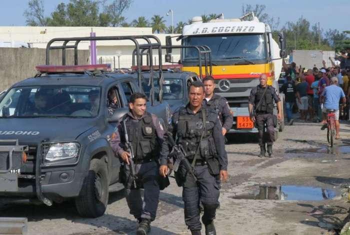 Escolta de caminhões-tanques com combustível para diversos pontos do estado