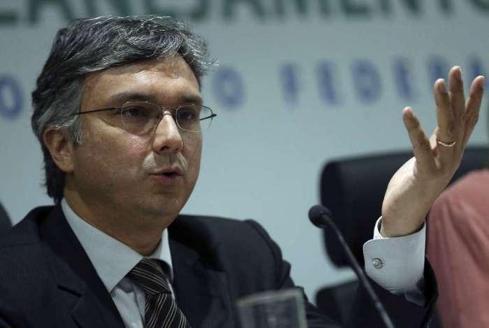 Ministro do Planejamento, Esteves Colnago aponta necessidade de economia para adotar medidas
