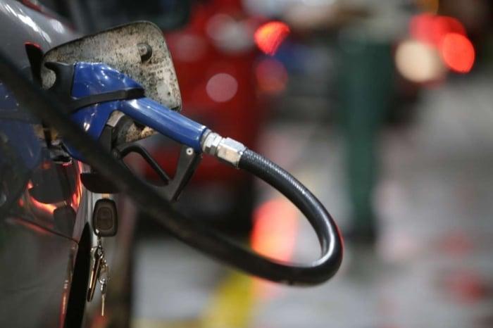 A partir desta sexta-feira, a gasolina passa a custar R$ 1,9521 o litro na refinaria