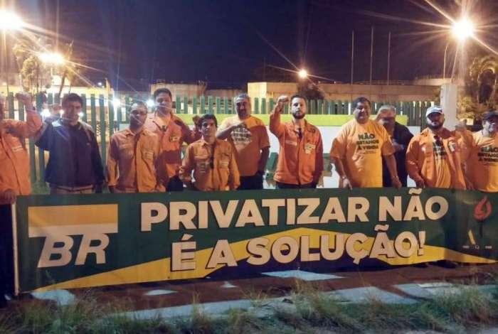 Petroleiros iniciam paralisação de 72h