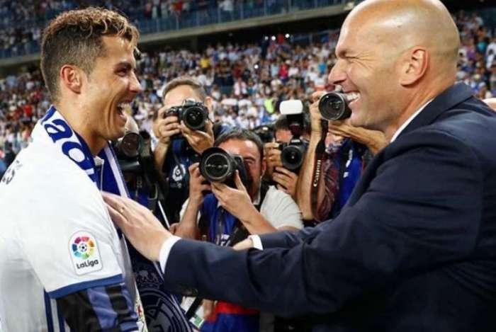 Zidane ao lado de Cristiano Ronaldo