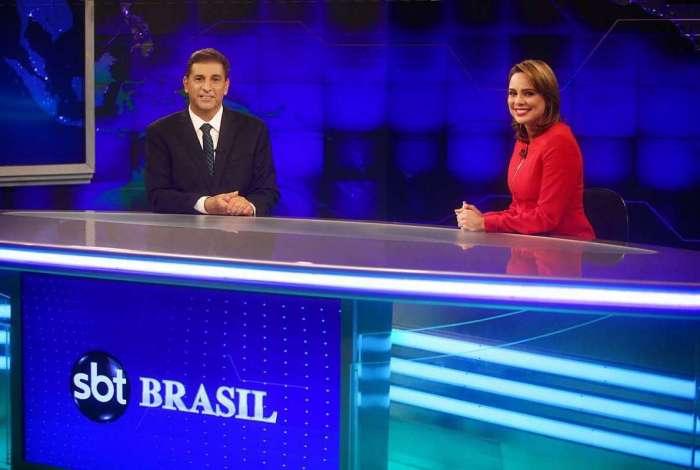Carlos Nascimento e Raquel Sheherazade no telejornal  'SBT Brasil'