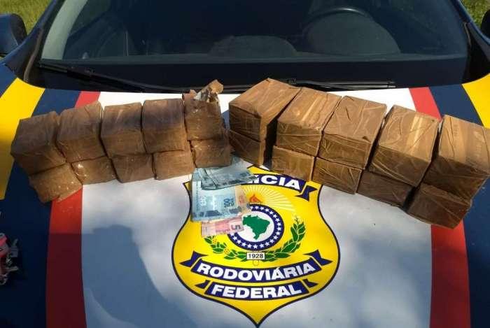 PRF recolheu mais de mil munições de fuzis com casal