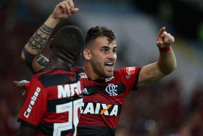 Felipe Vizeu vibra ao marcar o gol da vitória rubro-negra