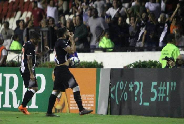 Andrey comemora gol marcado diante do Botafogo