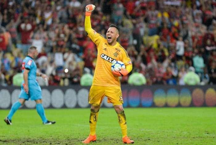 Diego Alves recebe homenagem de La Liga