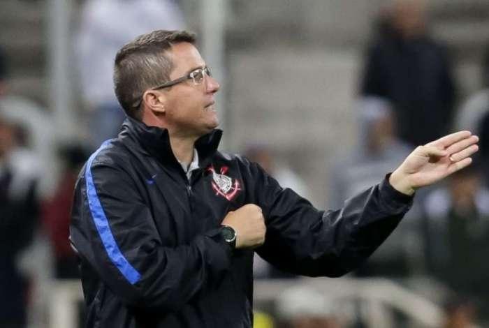 Osmar Loss tenta a vit�ria contra o l�der Flamengo