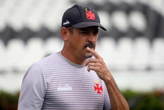 Vasco comunicou demissão de Valdir Bigode da função de auxiliar técnico