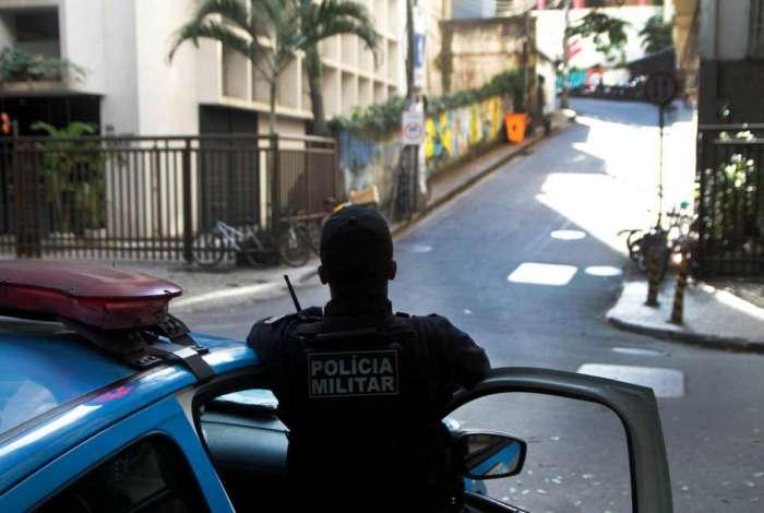 O objetivo do Regime Adicional de Servi�o � refor�ar o policiamento nas ruas com a contrata��o de horas extras. Antes, no entanto, o PM tinha de se oferecer ao trabalho