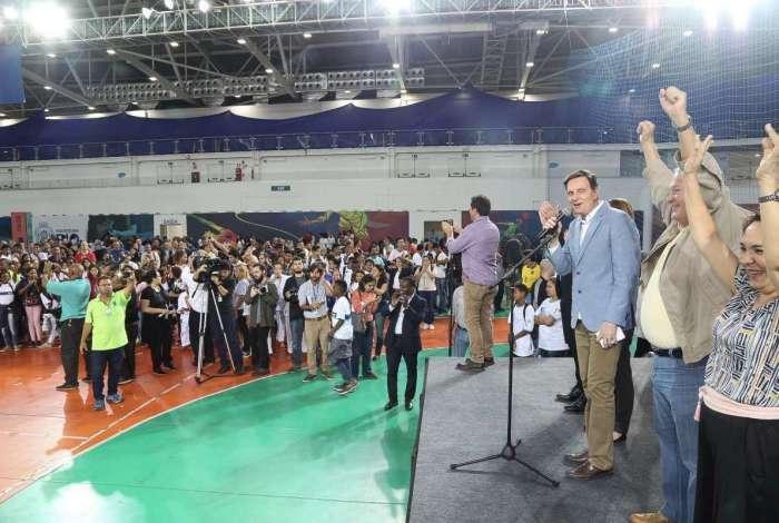 Prefeito Marcelo Crivella e o secret�rio municipal de Educa��o, Cesar Benjamin, na abertura da 27� edi��o dos Jogos Estudantis