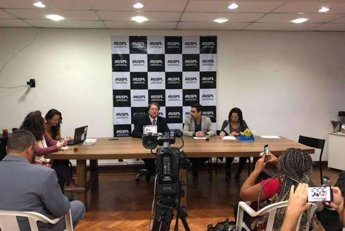 Integrantes do Movimento Unificado dos Servidores P�blicos Estaduais (Muspe) ouviram nesta quarta-feira o pr�-candidato do PMB.