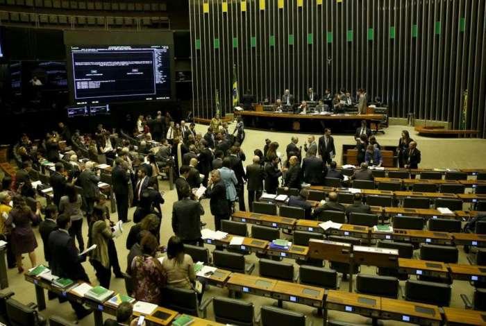 Resultado de imagem para Plenário da Câmara aprova texto-base da cessão onerosa do pré-sal